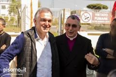 Il Presidente della Regione Toscana Enrico Rossi e il Vescovo di Livorno Mons. Simone Giusti al presidio dei lavoratori di Grandi Molini Italiani di Livorno
