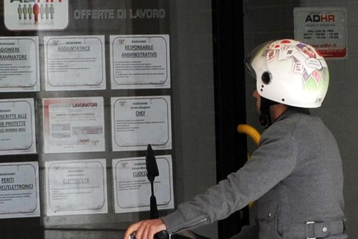 Lavoro: Istat, disoccupazione novembre sale al 12,7%