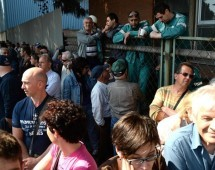 GRILLO A PIOMBINO, COMIZIO AI CANCELLI DELL'ACCIAIERIA