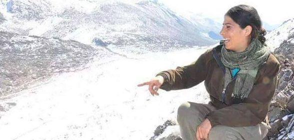 kurdi Kevser Eltürk in battaglia Ekin Wan