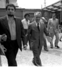 Luigi a sinistra, con Pietro Ingrao che escono da un'assemblea in fabbrica