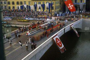 Europe, Italy, Tuscany, Pisa, Gioco del Ponte festival, Arno river, Ponte di Mezzo bridge, vertical format. Europa, Italien, Toskana, Pisa, Gioco del Ponte - Festspiel, Arno Fluss, Ponte di Mezzo - Bruecke.